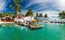 Five-Star Couple's Fiji Escape