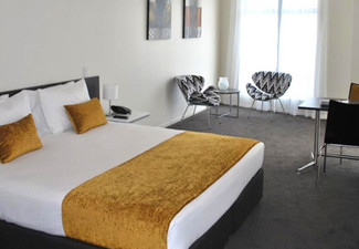 Weekend One-Night Stay for Two People in a Studio Room incl. Wi-Fi - Options for Two Nights & One Bedroom Apartments