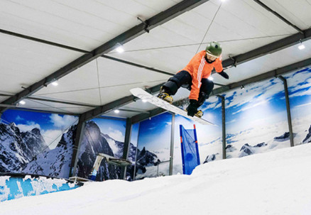 Day Pass Combo to Snowplanet incl. Rental Equipment