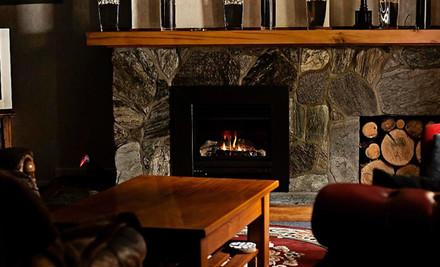 $140 for One Nights for Two in a King or Twin Room incl. Breakfast, an Antipasto Platter, a Bottle Of Wine, Lunch & Double Pass to Roselands Farm Park in Waitomo (value $285)