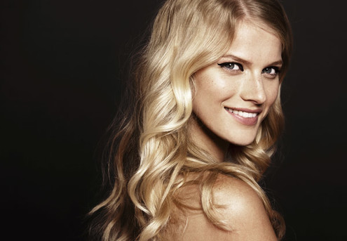 Style Cut & Blow Wave - Options to incl. Half Head of Foils or Full Head of Foils