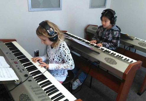 10 Weekly Beginner Piano Group Lessons incl. Registration - Seven Auckland Locations