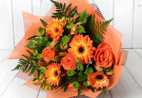 $50 Seasonal Flower Voucher incl. a Gift Card & Free Auckland Metro Delivery - Option for an $80 Voucher