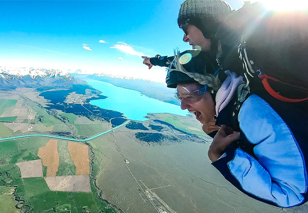 Tandem Skydiving from 9000ft in Mt. Cook