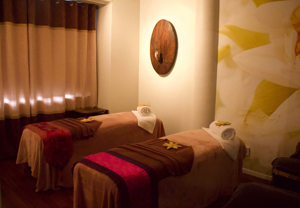 60-Minute Reflexology Massage Package incl. Foot Spa, Neck, Back & Arm Treatment - Option for 60-Minute Relaxation or Deep Tissue Massage
