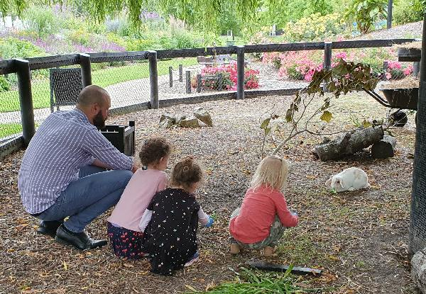 Admission & Animal Encounter Experience for One Person incl. Entry to Sculptureum Galleries & Gardens