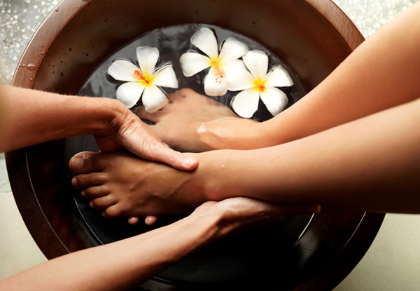75-Minute Luxury Pamper Package incl. Full Body Massage & Foot Soak with Himalayan Mineral Salts