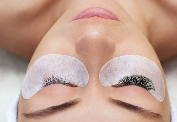 Full-Set of Eyelash Extensions