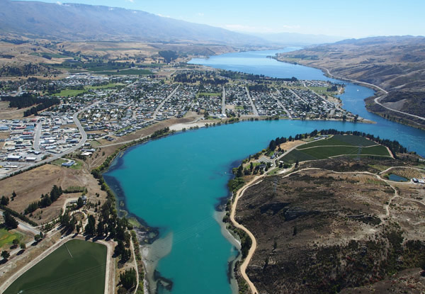 45-Minute Cromwell Basin Scenic Flight for One Person incl. a Complementary Refreshment at the Alpine Landing - Option for a One-Hour Flight for up to Four People incl. Alpine Landing