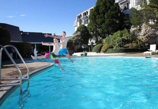 Four-Star Rotorua One-Night Stay for Two-People in a Deluxe King/Twin Room incl. Cooked Breakfast, Late Checkout Wifi & Free Parking - Options for Two or Three Nights