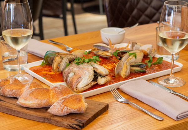 Premium Seafood Lunch Experience for Two People incl. Sauvignon Blanc Wine Match