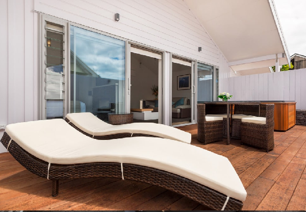 Hokianga Luxury Private Villa Stay for Two People for Two Nights incl. Breakfast, Two-Course Dinners, Room Service for All Meals, Late Checkout & WiFi - Valid Sunday to Thursday Only