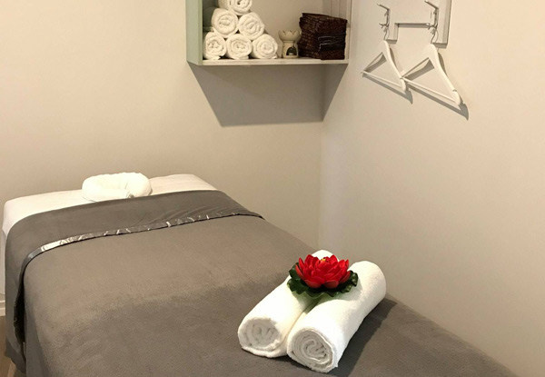 70-Minute Traditional Thai or Aromatherapy Massage with Hot Stones - Options for Couples & for 90-Minute Massage incl. Coconut Oil