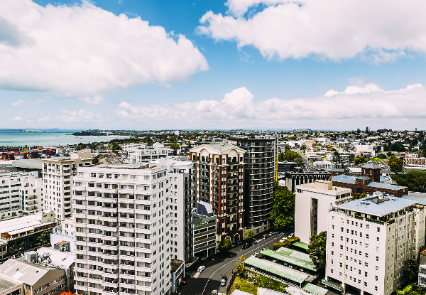 One-Night Auckland Stay for Two People in a Deluxe Queen Room incl. Buffet Breakfast for Two People incl. Valet Parking, WiFi & Late Checkout